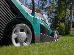 Bosch Rotak 430 LI Elektro-Rasenmäher von der Seite